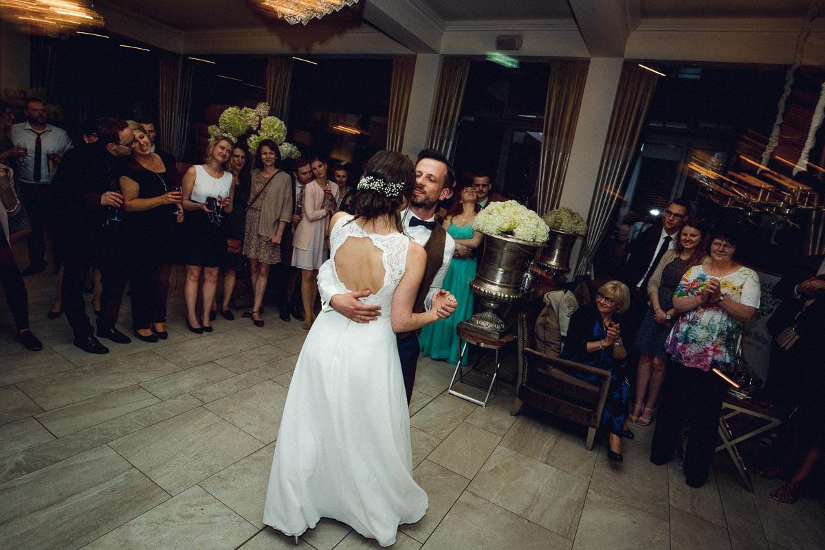 Hochzeitsreportage Spreewald Hochzeitstanz